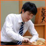 藤井聡太さん年収公開!プロ棋士の意外な仕事とは?強さの秘密も!